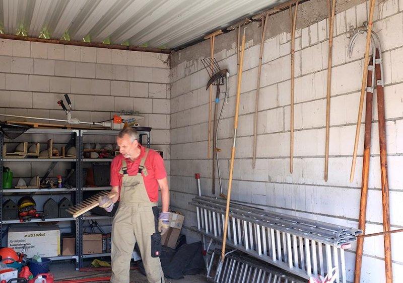Aufräumarbeiten in der NABU-Garage 1 10x15s