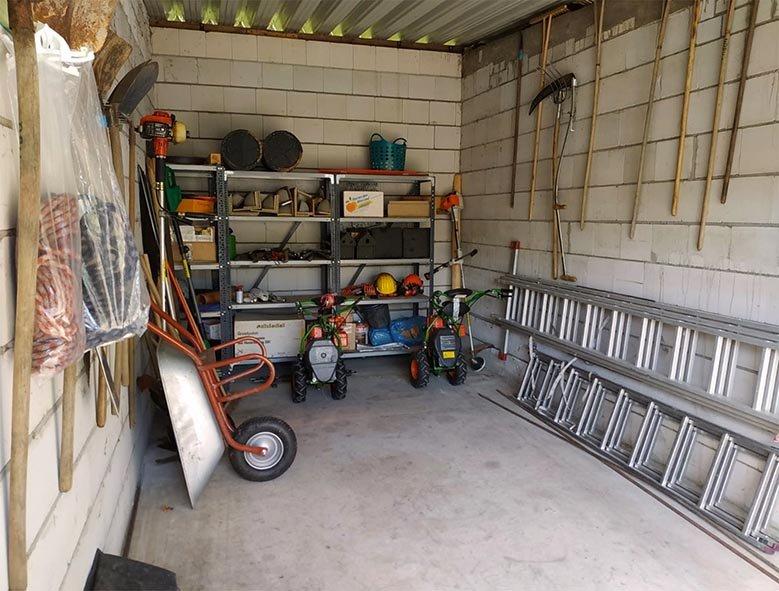 Aufräumarbeiten in der NABU-Garage - Abschluss 1 10x15s