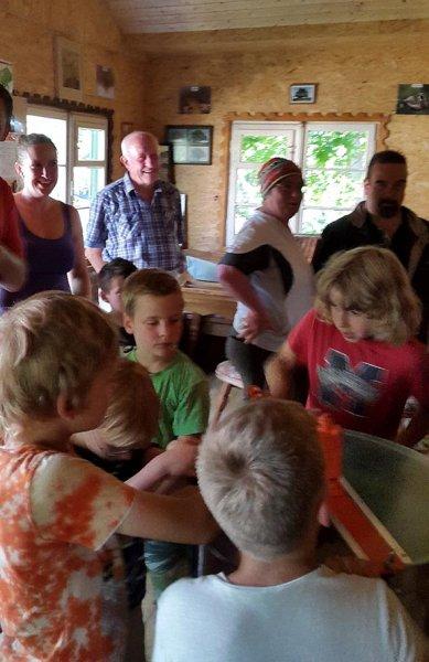 Honigfest im Lernort Natur - Honigschleuder 1