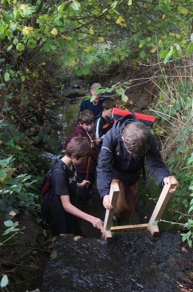 Wasserwandern am Beerbach 03 Sohlschwelle