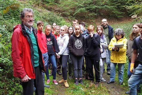 Pflanzaktion der NAJU im Alsbacher Wald 04