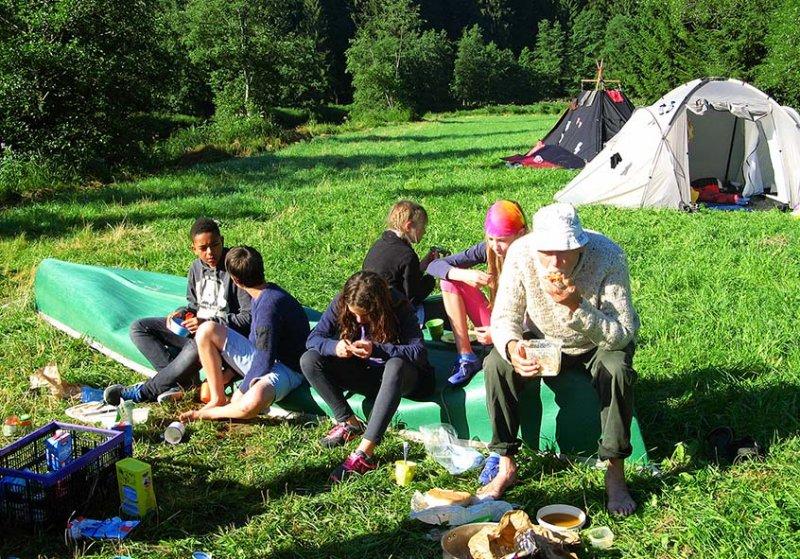 Frühstück im Lager 8 10x13