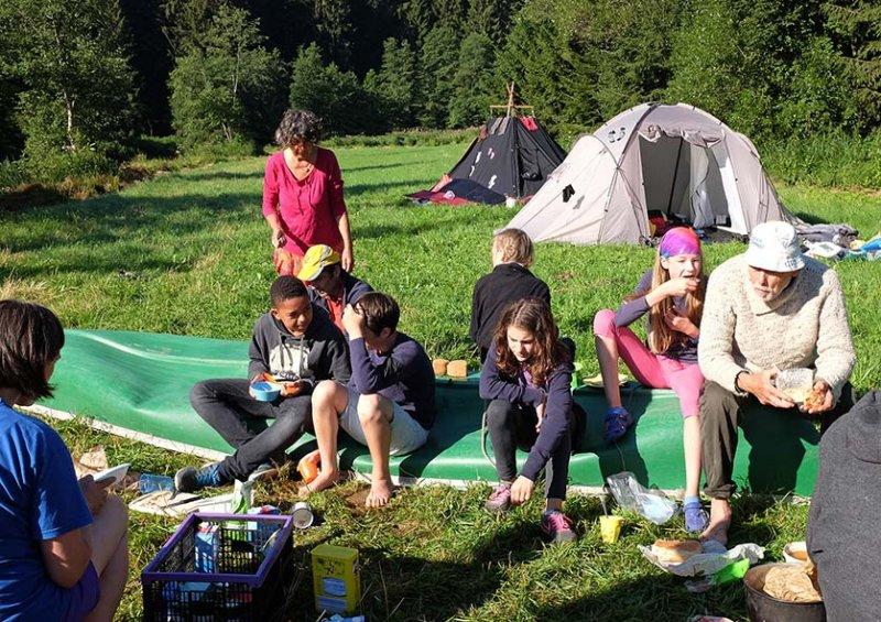 Frühstück im Lager 8 10x15