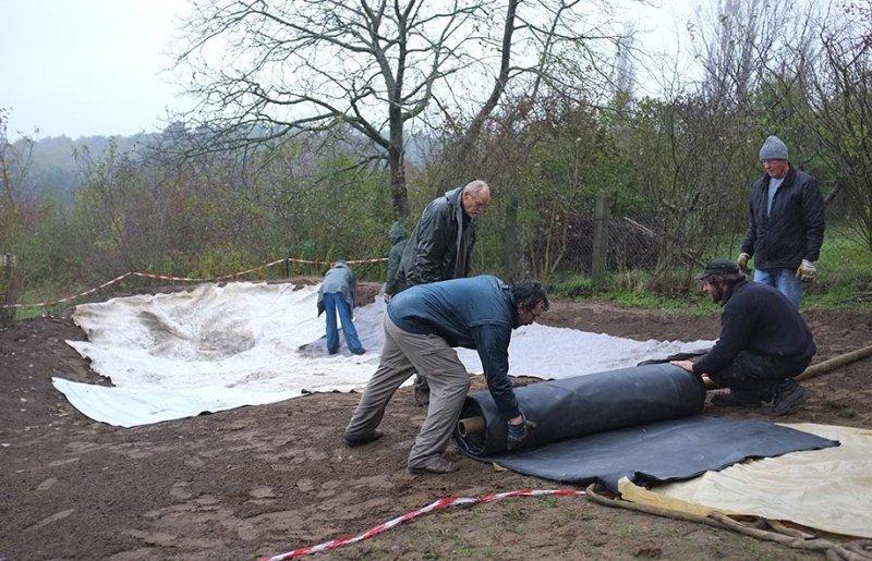 Wuehlmausgarten - Einbau der Folie 01