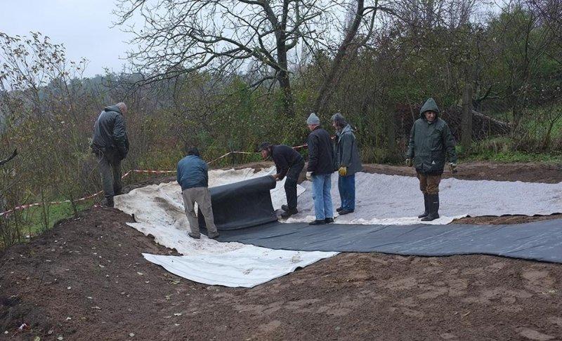 Wuehlmausgarten - Einbau der Folie 02