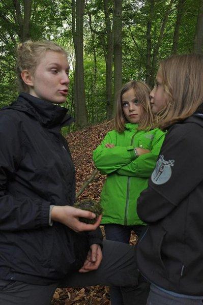 17 NAJU Sommerlager Wanderung zum Felsberg bei Reichenbach - Lydia und Annas mit Vogelnest