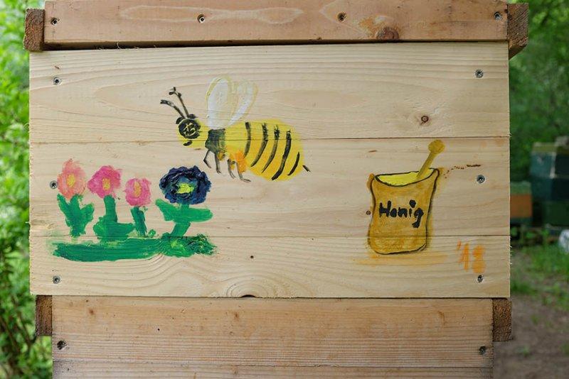 Bemalte Bienenkiste Honigtopf 1 10x15s