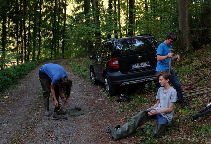 Ankleiden im Wald 1