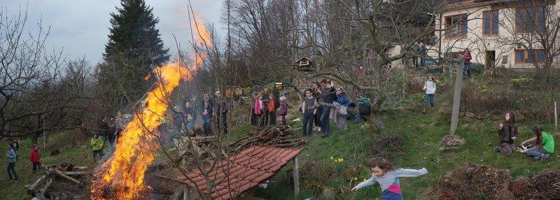 56 Weihnachtsbaum-Verbrennung
