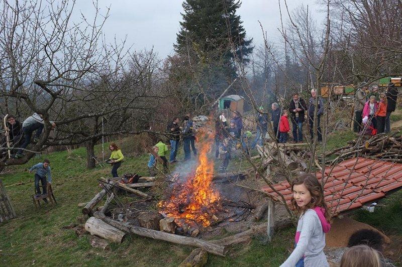 57 Weihnachtsbaum-Verbrennung