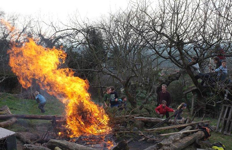 60 Weihnachtsbaum-Verbrennung