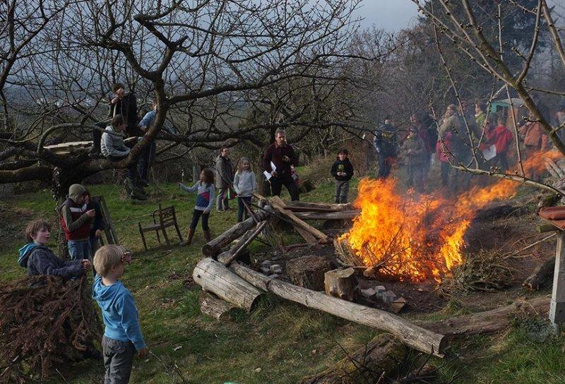 30 Weihnachtsbaum-Verbrennung