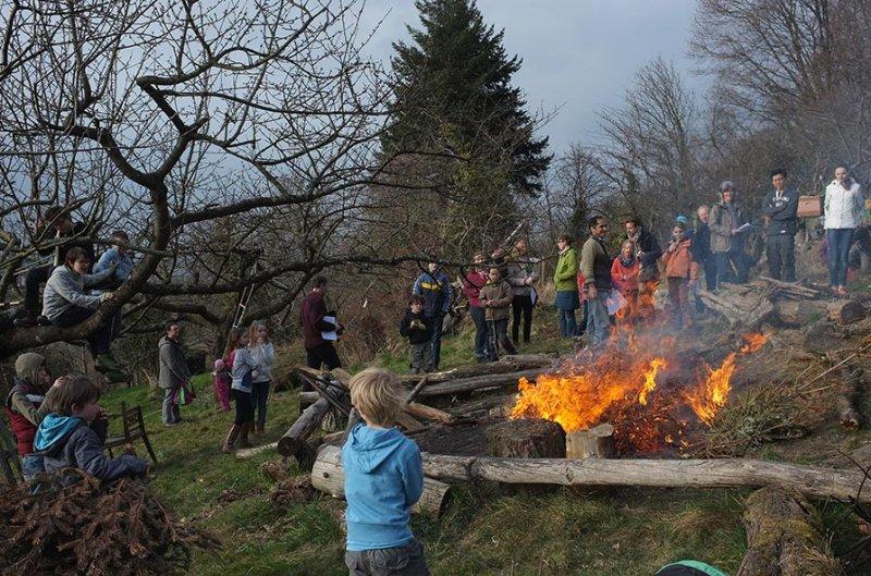 32 Weihnachtsbaum-Verbrennung
