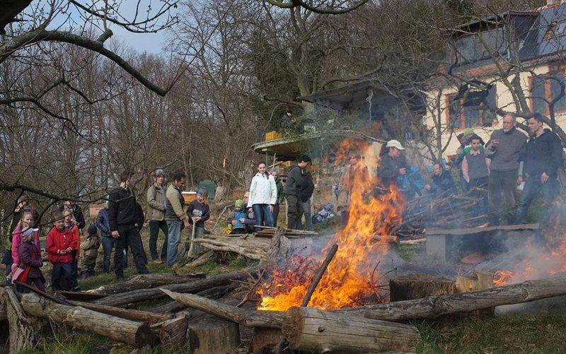 38 Weihnachtsbaum-Verbrennung