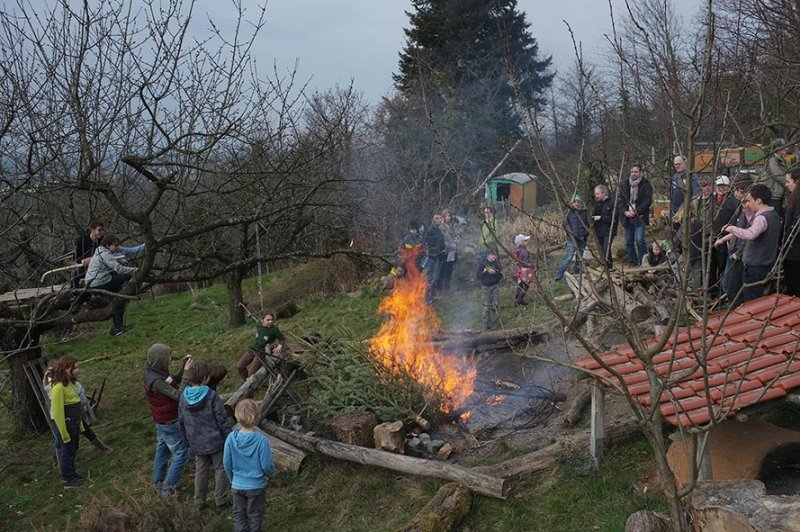52 Weihnachtsbaum-Verbrennung