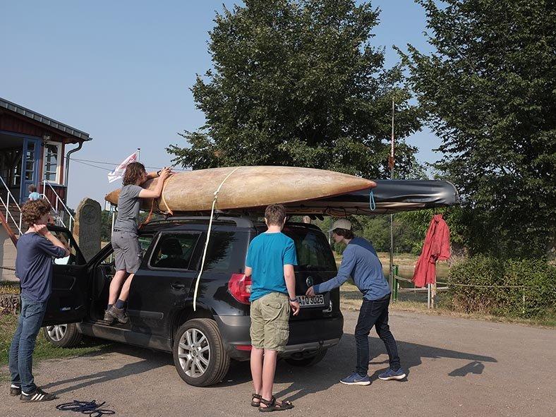02 Boote aufladen im Lager Coswig