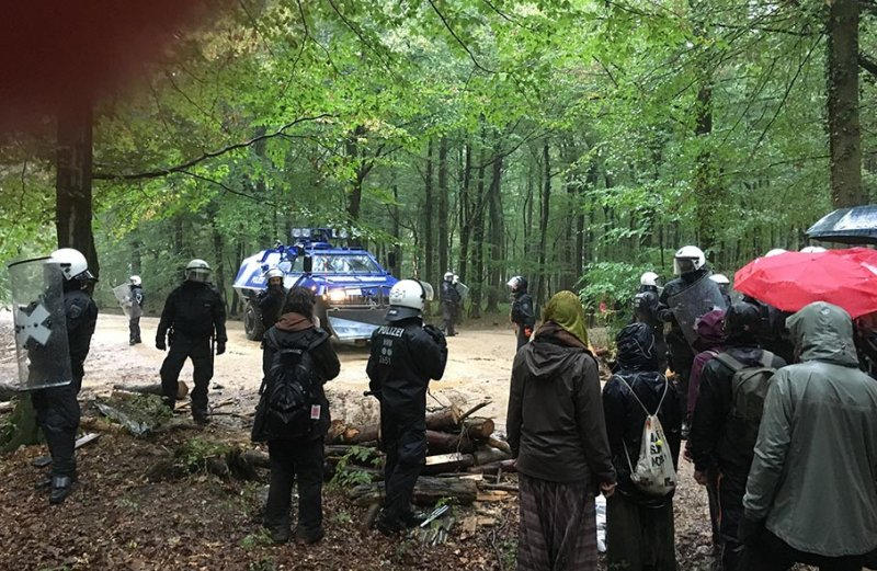 Räumpanzer gegen Barrikaden 1 10x16s