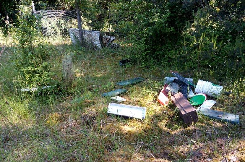 Müllablagerung Stenmetzweide 1 10x15s