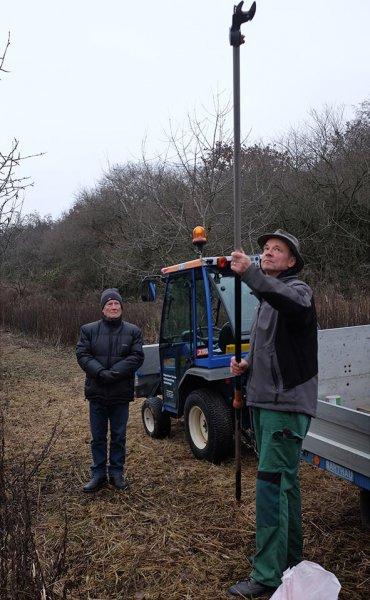 Kurs Obstsschnitt im Pfarrfeld am Seeheimer Blütenhang 08 Rede Thomas Reinhardt 10x16s