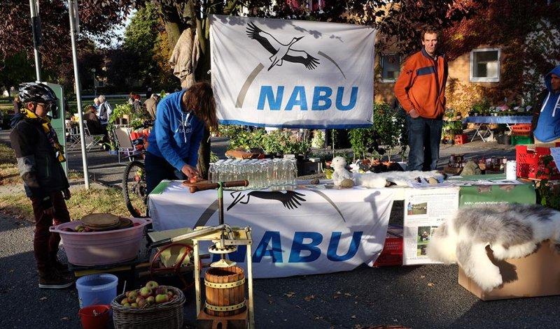 Aufbau NABU-Stand 3 10x16s