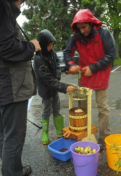 Wuehlmaeuse beim Pflanzenflohmarkt 04