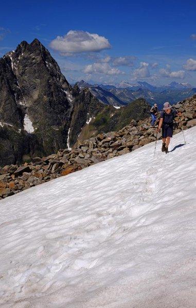 05 Aufstieg zum Pass - Schneefeld 3