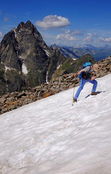 05 Aufstieg zum Pass - Schneefeld 5