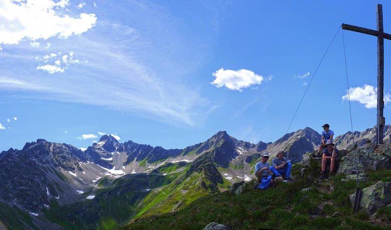 14 Gipfelkreuz neben Niederelbehütte 1