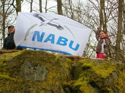 NABU-Fahne hoch