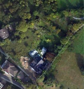 Bauplatz Georgenstrasse in Google Maps 2012 nach Errichtung des ersten Hauses. ImBild oben rechts Steinschüttung auf dem NABU-Gelände