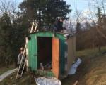 Der Hühnerstall bekommt ein Dach