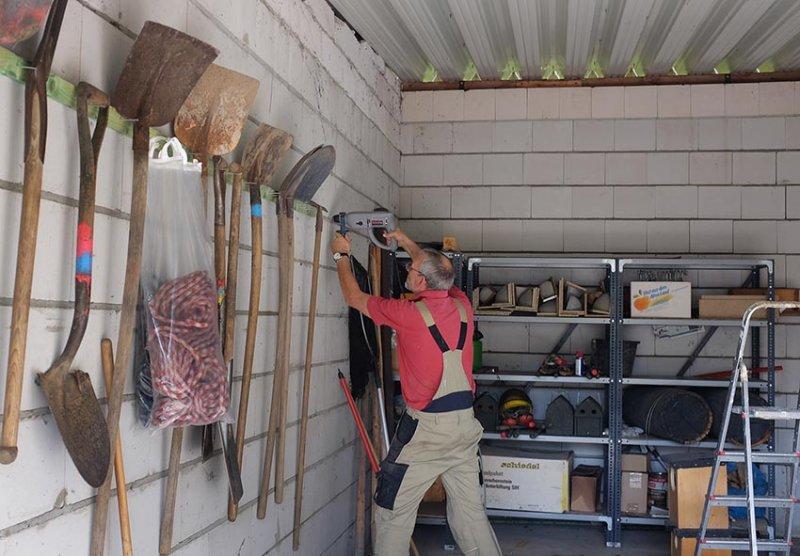 Aufräumarbeiten in der NABU-Garage 3 10x15s