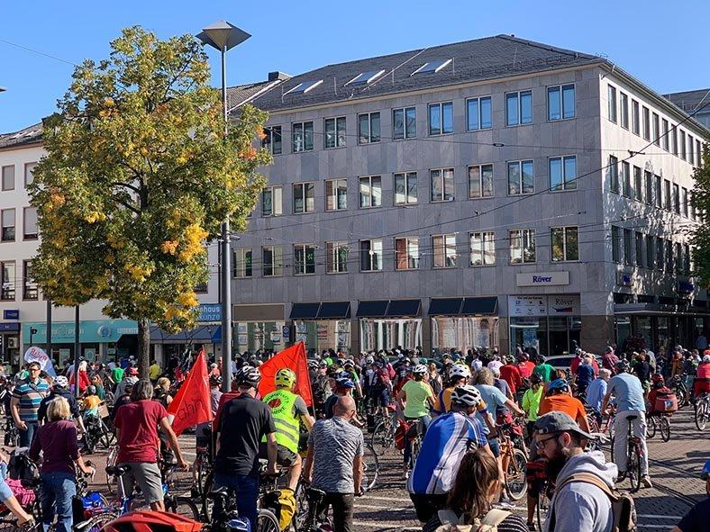 aussteigen-02-Sammelpunkt-Darmstadt-Luisenplatz-05-Foto-Silas-10x13s