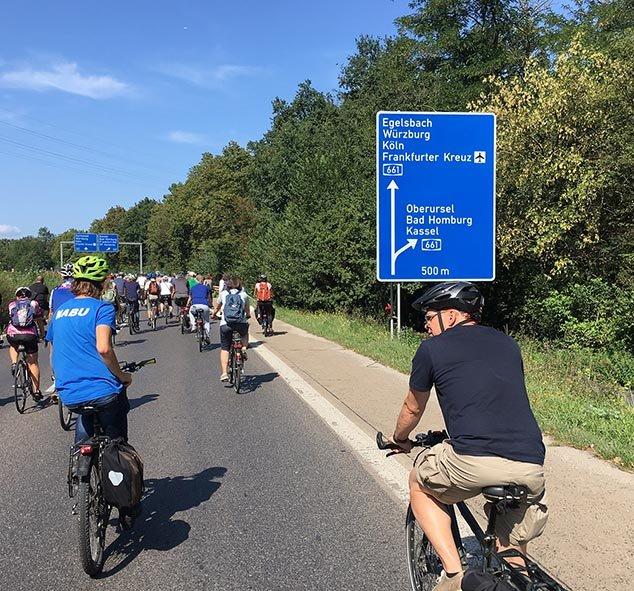 aussteigen-06-Radeln-auf-der-Autobahn-A661-01-10x10s