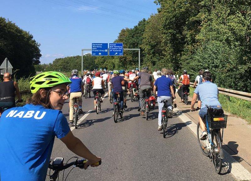 aussteigen-06-Radeln-auf-der-Autobahn-A661-05-10x14s