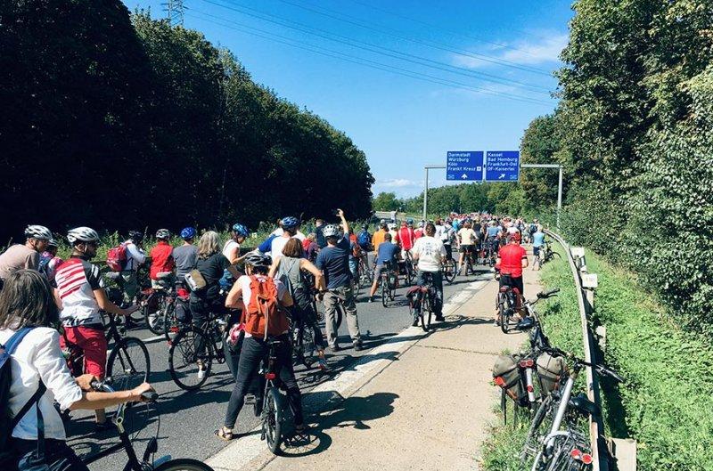 aussteigen-06-Radeln-auf-der-Autobahn-A661-06-10x15s
