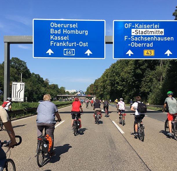 aussteigen-06-Radeln-auf-der-Autobahn-A661-09-10x10s
