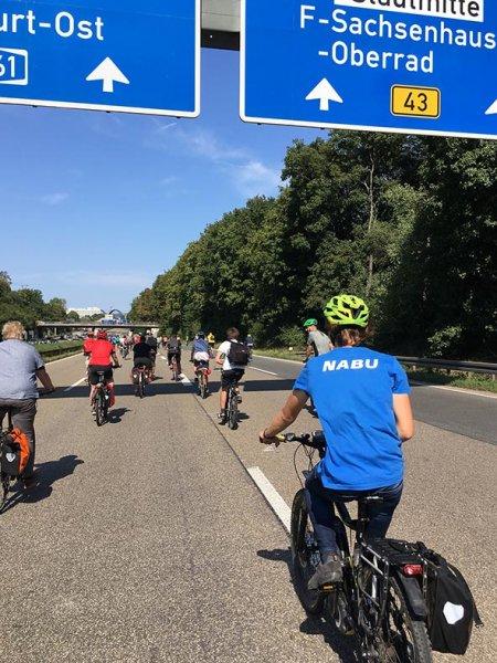 aussteigen-06-Radeln-auf-der-Autobahn-A661-10-10x13s