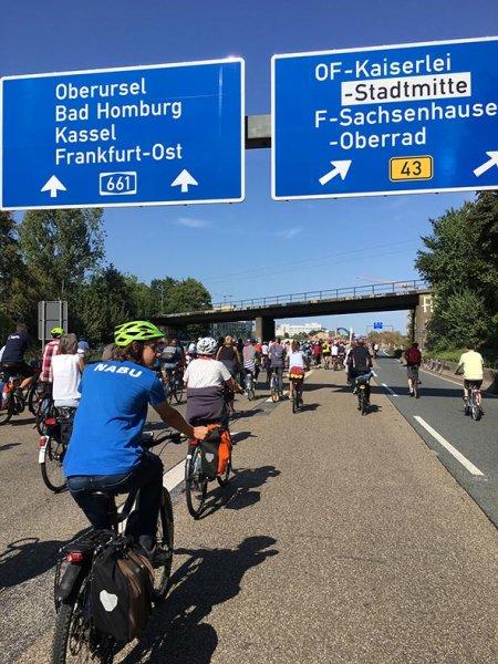 aussteigen-06-Radeln-auf-der-Autobahn-A661-15-10x13s