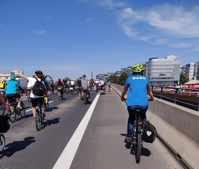 aussteigen-06-Radeln-auf-der-Autobahn-A661-17-10x12s