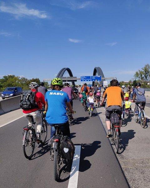 aussteigen-06-Radeln-auf-der-Autobahn-A661-20-10x13s