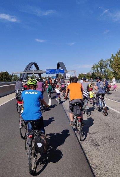 aussteigen-06-Radeln-auf-der-Autobahn-A661-21-10x15s