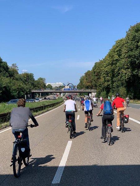 aussteigen-06-Radeln-auf-der-Autobahn-A661-24-Foto-Silas-10x13s