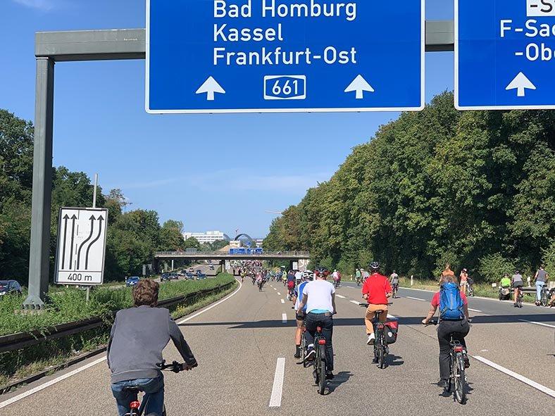 aussteigen-06-Radeln-auf-der-Autobahn-A661-25-Foto-Silas-10x13s