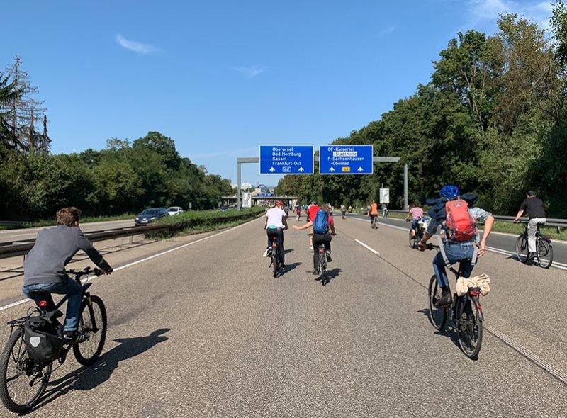 aussteigen-06-Radeln-auf-der-Autobahn-A661-26-Foto-Silas-10x13s