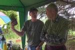 Tag-der-Artenvielfalt-14-NABU-Infostand-im-Regen-10x15s