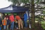 Tag-der-Artenvielfalt-19-NABU-Infostand-im-Regen-10x13s