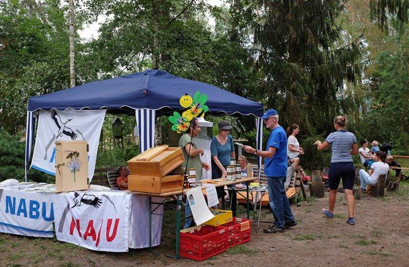 Honigfest-im-Lernort-Natur-13-NABU-Stand-10x15s