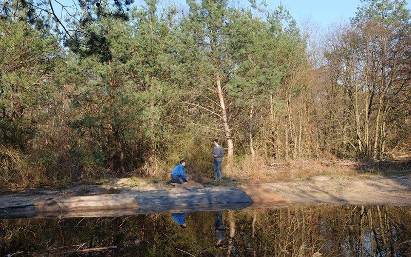 Amphibienteich-Malcher-Tanne-Uferabdeckung-mit-Filzmatten-02-10x16s
