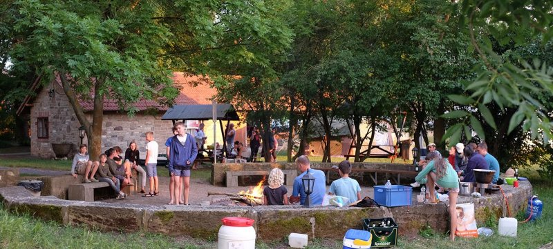08-Abend-im-Camp-Bottendorf-14-10x22s